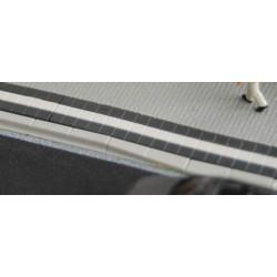 R 70601_Citybord-Haltestelle mit Blindenleitstreifen
